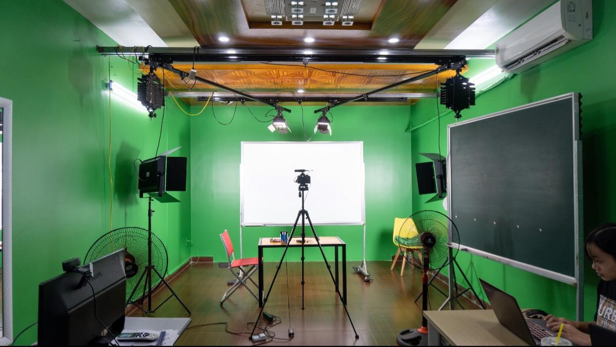 Setup phòng studio trường học